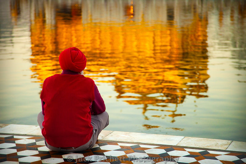 Sikh man meditates at the Golden Temple
