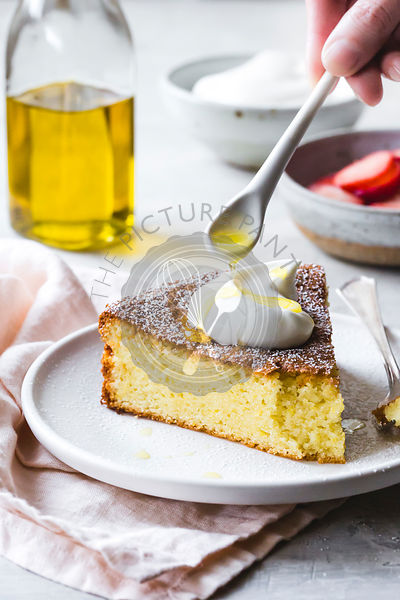 Olive oil cake with cream