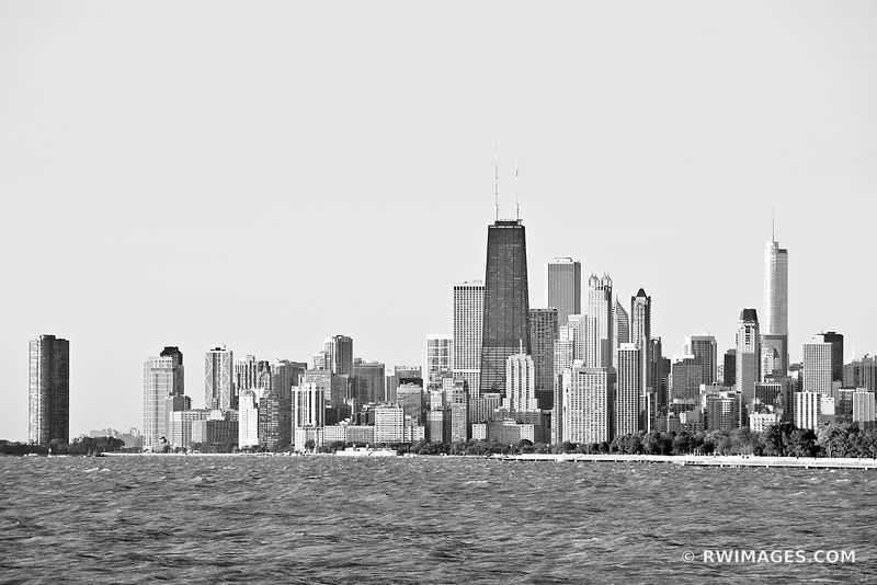 CHICAGO DOWNTOWN SKYLINE BLACK AND WHITE