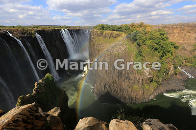 Eastern Cataract and Knife Edge (right) above First Gorge - all in Zambia - from Danger Point (Zimbabwe), Victoria Falls