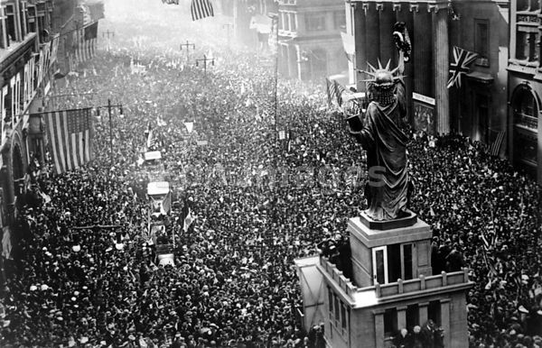 Philadelphia celebrates Armistice Day during WWI