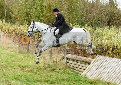 Nick Townsend jumping a hunt jump near Peake's. The Cottesmore Hunt at Somerby