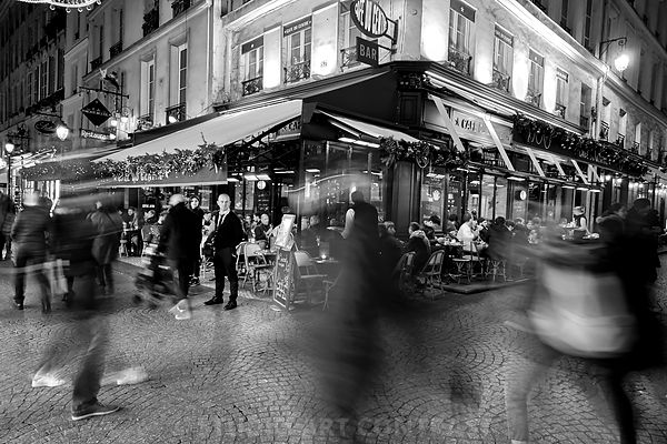 nov._29_2017_street_cafe_serveur_mouvement_foule_terrasse_pave_barman_cravate_bnw_Instagram