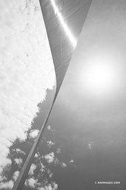 GATEWAY ARCH SAINT LOUIS MISSOURI BLACK AND WHITE VERTICAL