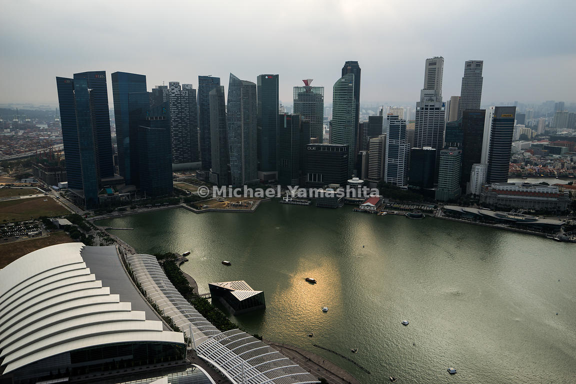 Tracing the Singapore waterline, a necklace of iconic leisure attractions and skyscrapers offer a stunning view of the glimme...