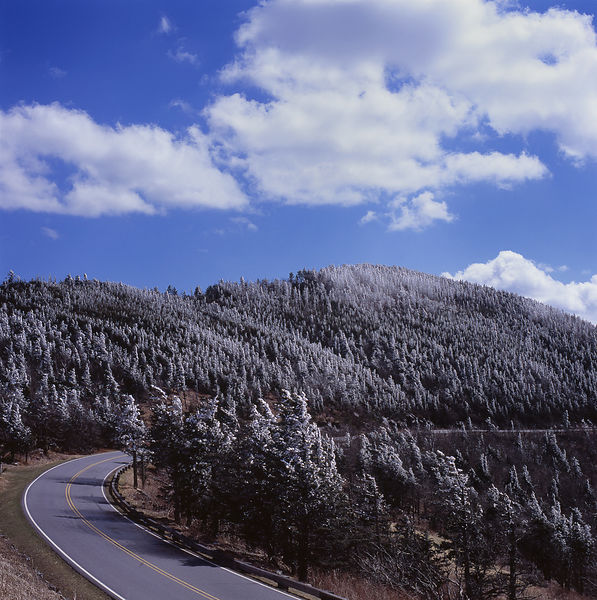033-Blue_Ridge_D145211_Blue_Ridge_In_Early_Spring_-_Mount_Mitchell_Snowfall_009_Preview