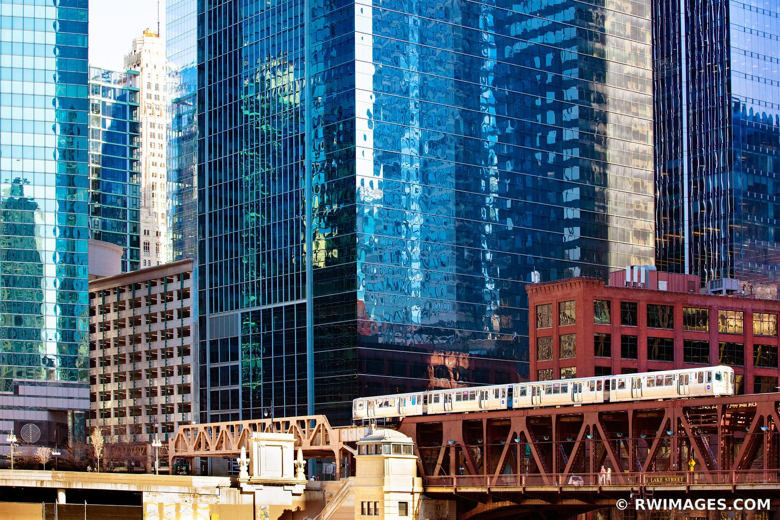 EL TRAIN CHICAGO ELEVATED TRAIN MODERN ARCHITECTURE CHICAGO ILLINOIS COLOR
