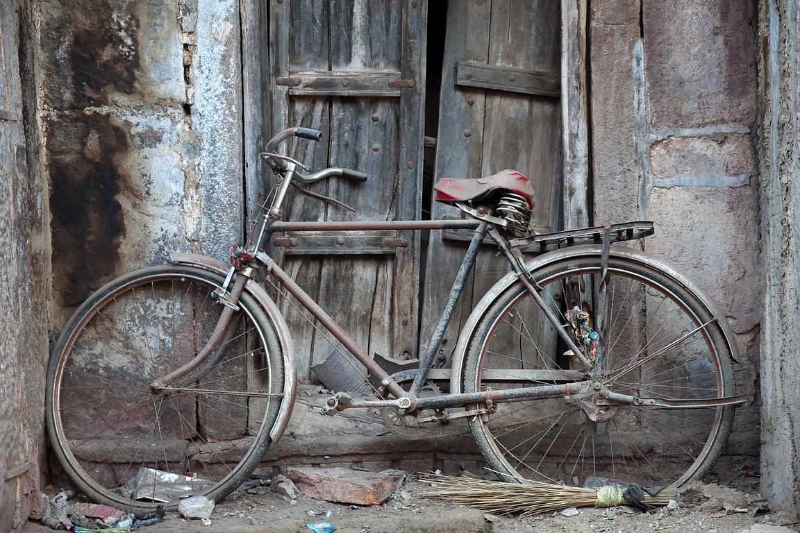Old dusty bicycle, Jodhpur, Rajasthan, India