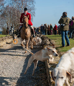 Hounds leave the meet - Neil Coleman's last day, Toft, Lincolnshire