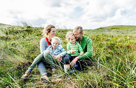 Danish family sitting in the dunes in Thy 2