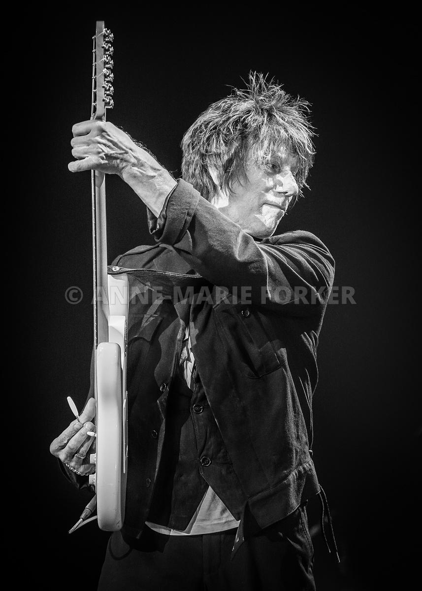 Jeff_Beck_by_AM_Forker-2515