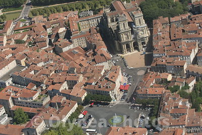 Vue aerienne cathedrale d' Auch