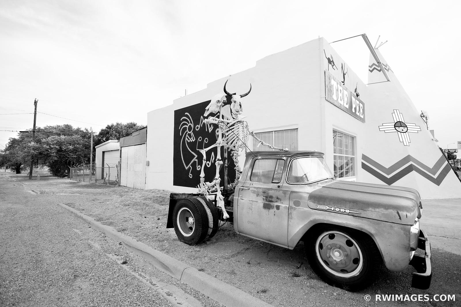 OLD CAR TUCUMCARI NEW MEXICO ROUTE 66 BLACK AND WHITE