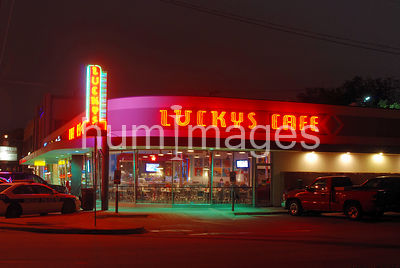 Lucky's Cafe in Dallas, Texas (night, neon)