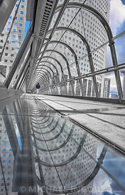 la_defense_tunel_japon_etienne_puddle_miroir_splash_bleu