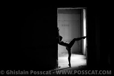 nu artistique paris - acrobate nue - photo nu - équilibriste nue – contorsionniste yoga nu - Ghislain Posscat - photographe d...
