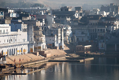 Morning over sacred Pushkar Lake and whitewashed Hindu temples, Pushkar, Rajasthan, India