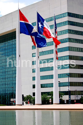 Flags in front of Dallas City Hall (Dallas, Texas)