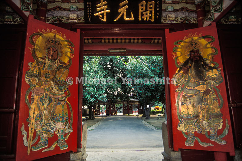 Temple doorway, Kaiyuan Temple, Tainan, Taiwan