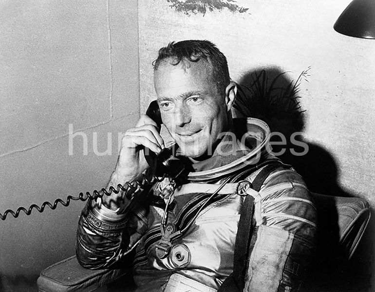 (24 May 1962) --- Astronaut M. Scott Carpenter, prime pilot for the Mercury-Atlas 7 (MA-7) mission, talks with President John...