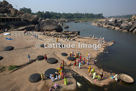 Hampi, Pilgrims on Tungabhadra River