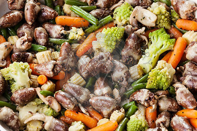 Fried chicken hearts with vegetables