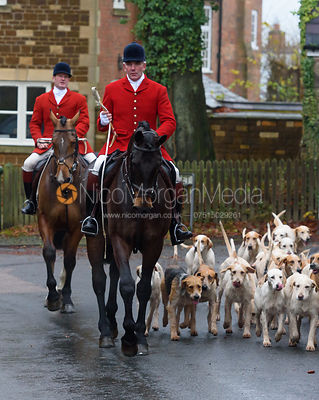 The Cottesmore Hunt at The Fox & Hounds, Knossington 22/11 photos