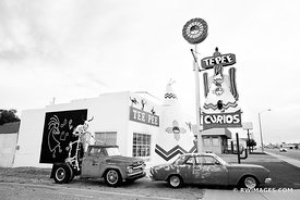 OLD CARS TUCUMCARI NEW MEXICO ROUTE 66 BLACK AND WHITE