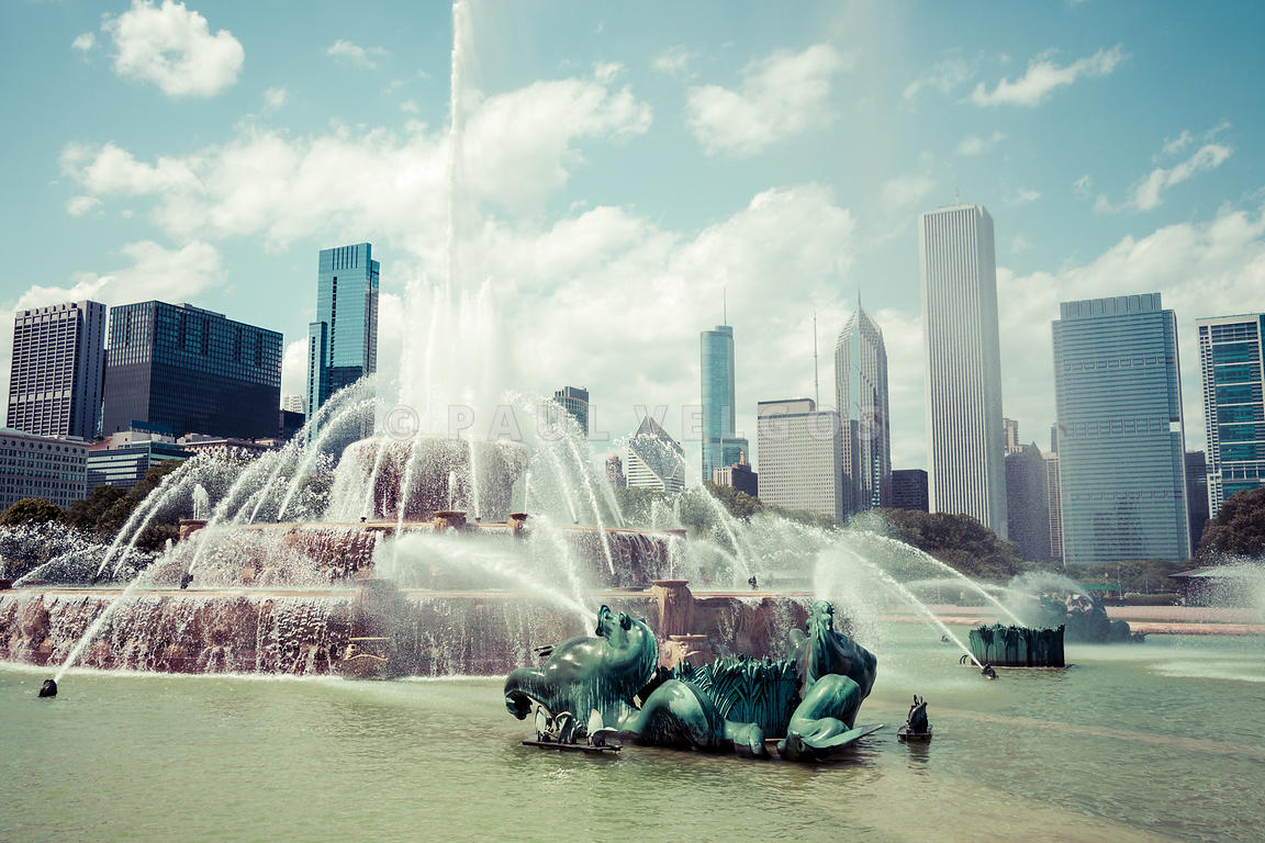 Picture of Buckingham Fountain with Chicago Skyline