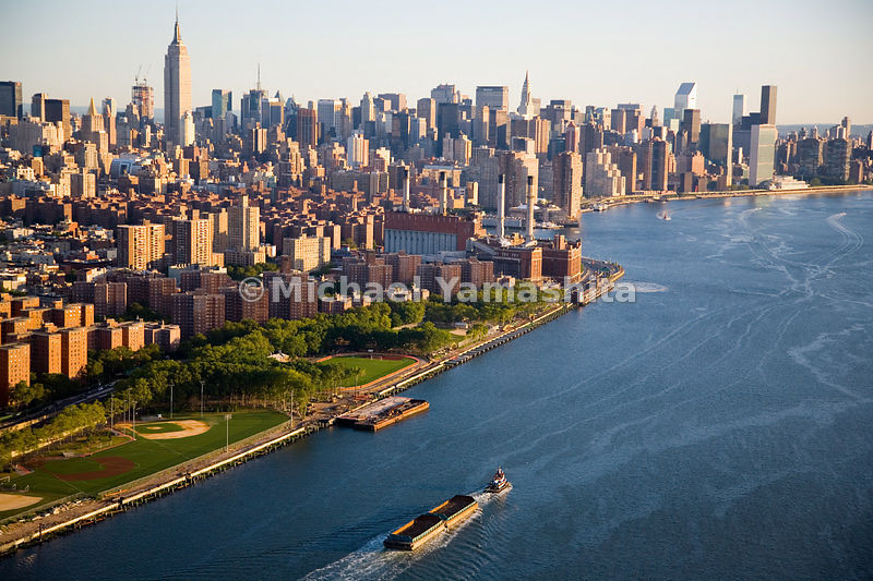 A view of the East River and the East River Park looking north towards midtown.  Manhattan, New York City.