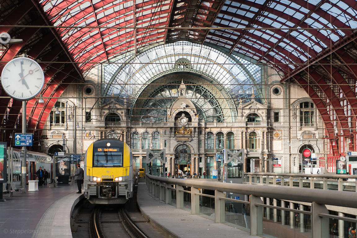 2018-10-01 Antwerp, Belgium: Platforms and train hall covered by iron and glass vaulted ceiling of Antwerp Central Station.