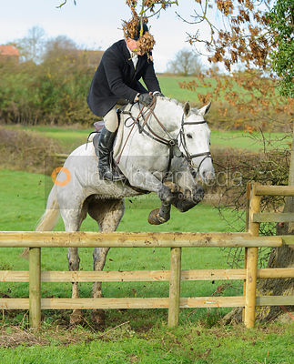 Dave Mee jumping a hunt jump