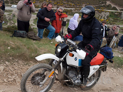 a BMW R80/GS climbs the steep, rough hill on the Blue Hills section of the MCC Land's End Trials