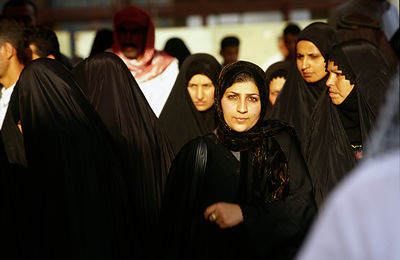 Iraq - Karbala - Pilgrims at the shrine of Hussein