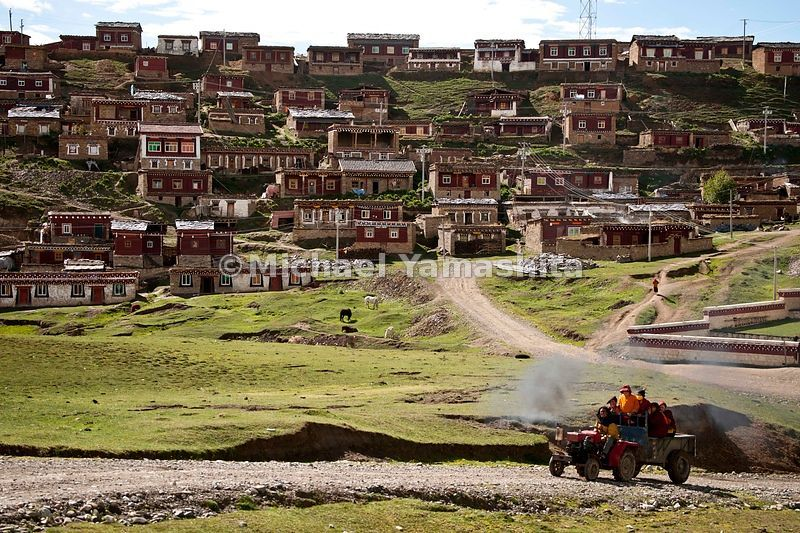 A tractor transports monks en route to Segyagu in Sichuan Province.