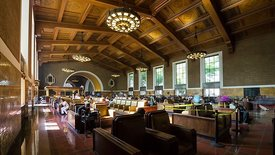 Wide Shot: An Afternoon In Union Station's Central Hall (Motion)