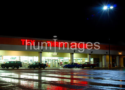 Texas Thrift store in Irving, Texas at night