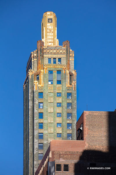 CARBON AND CARBIDE BUILDING ART DECO ARCHITECTURE CHICAGO ILLINOIS COLOR VERTICAL