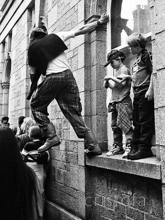 spectator at the Golowan festival leans out for a better view