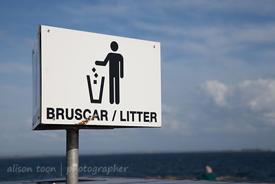 Don't litter! Sign in Irish and English