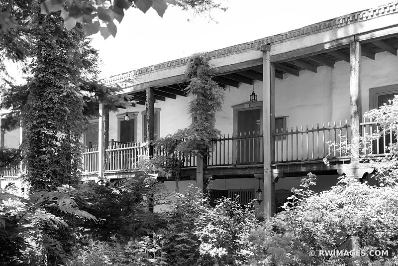 SANTA FE NEW MEXICO COURTYARD NORTHERN NEW MEXICO BLACK AND WHITE