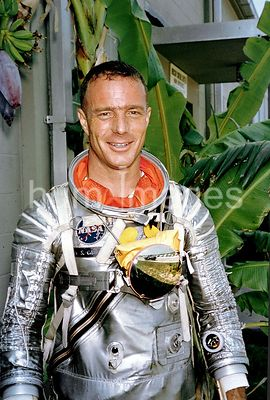 (1962) --- Portrait view of astronaut M. Scott Carpenter, wearing Mercury pressure suit, posing for pictures during astronaut...