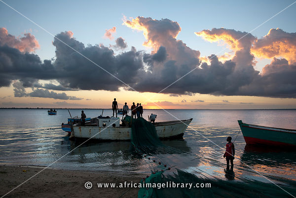 Fishermen pulling in the nets at sunset, Ilha do Mocambique, Mozambique