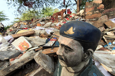 Statue in a rubbish heap, Budha Pushkar, Rajasthan, India