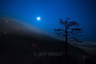 20150621_Lake_24mm_Tree_Coal_Moon_LakeFire-1001