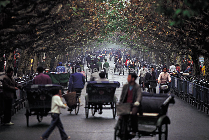 Morning traffic on an avenue in Yaan in Sichuan provence.