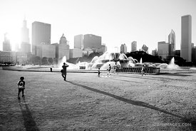 BUCKINGHAM FOUNTAIN CHICAGO SUMMER AFTERNOON BLACK AND WHITE