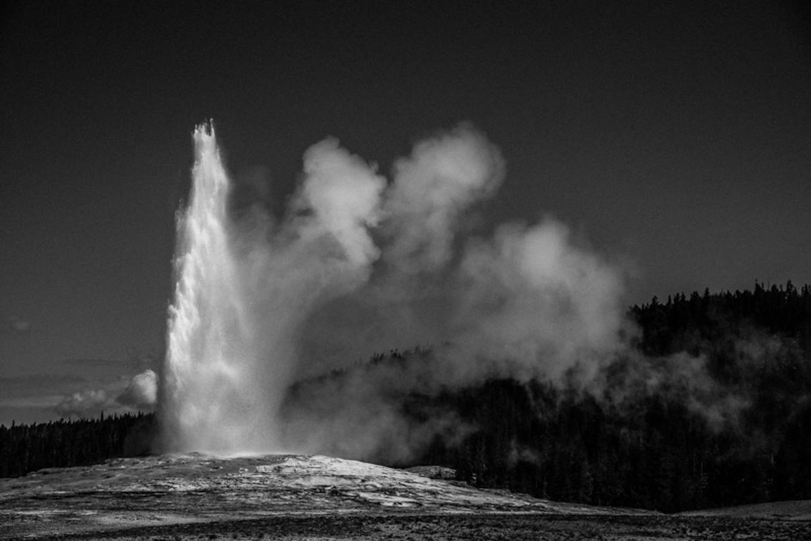1480-Old_Faithful_Yellowstone_National_Park_Wyoming_USA_2014_Laurent_Baheux