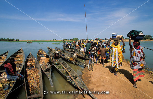 Djenné is situated on an island in the Niger Inland Delta. On market day many villagers cross the water from surrounding vill...