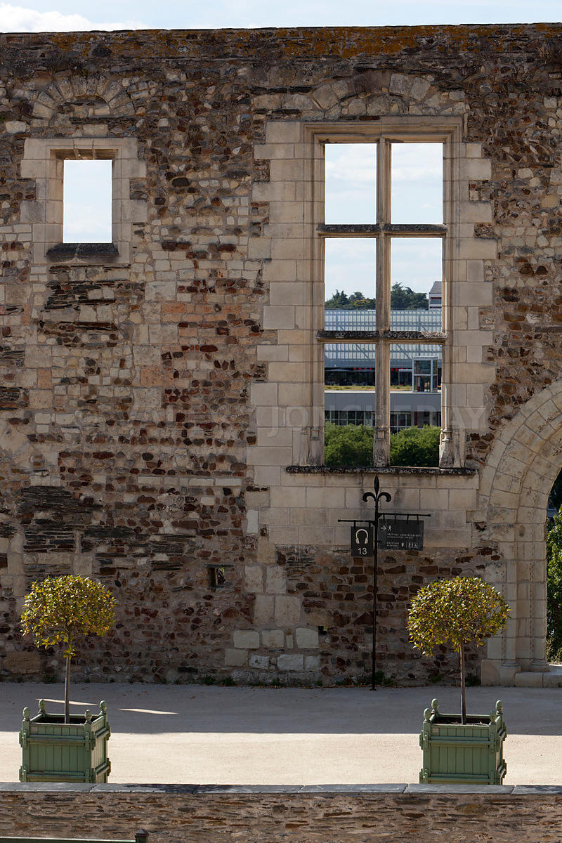 Photo d un vestige du chateau d angers